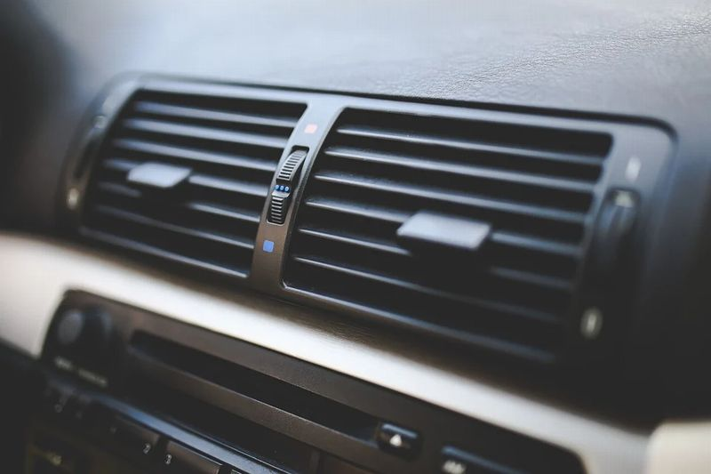 セレナe-powerが停車中にエアコン作動する仕組み!ガソリン車と電動で違いはある?