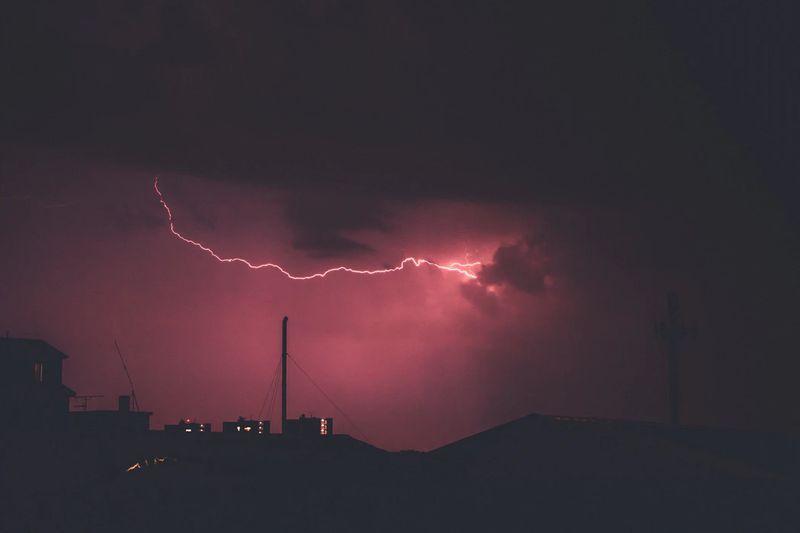 セレナ e-POWERは災害時に役立つ車ではなない?停電時の電源取り出しが難しい?